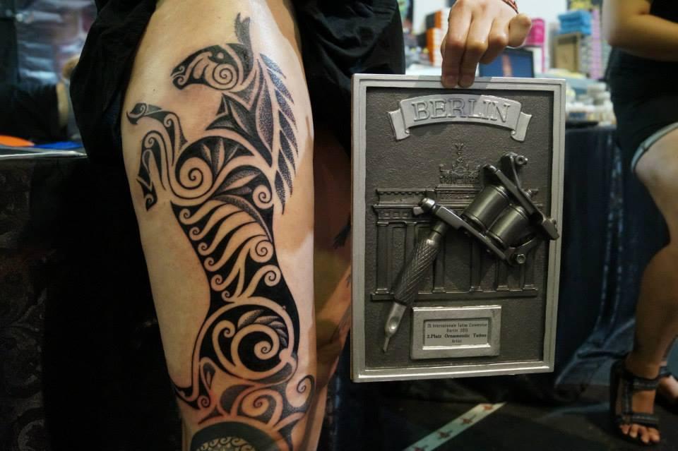 Tattoo by Kubo | 2. místo v kategorii Ornamentic | Berlín 2015
